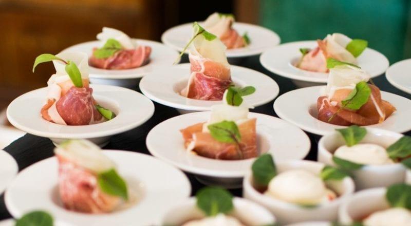 Hur man väljer en matleverantör för ett evenemang