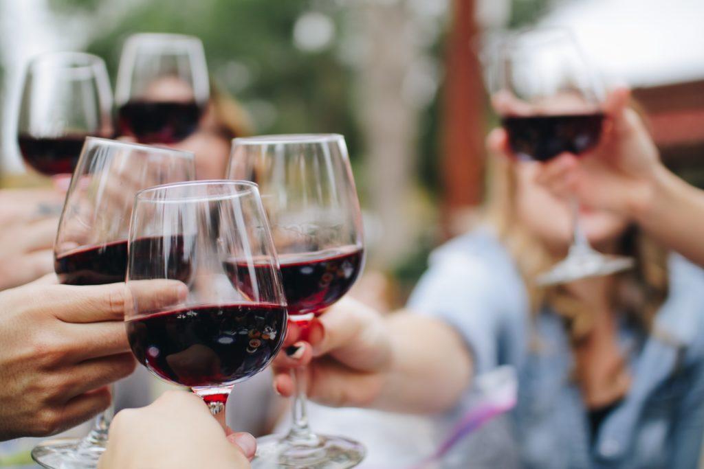 Vinprovningsevenemang: Använd dessa 5 steg när du provar vin