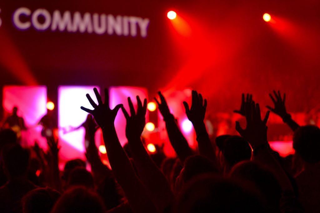 Storslagna öppningsidéer: Använd den storslagna öppningen till att skapa relationer med lokalsamhället.